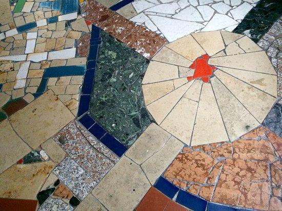 Hundertwasserkirche: floor mosaic