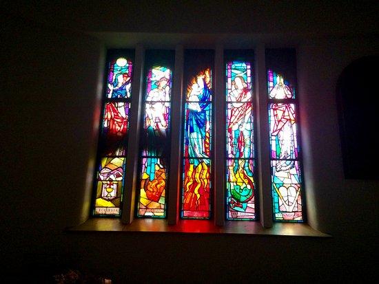 Hundertwasserkirche: stain glass windows