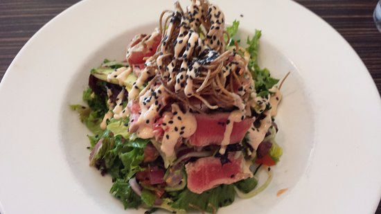 Winfield, Canada: Grilled ahi salad