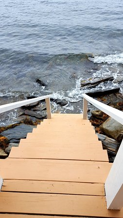 Northport, Мэн: Ocean at your feet.