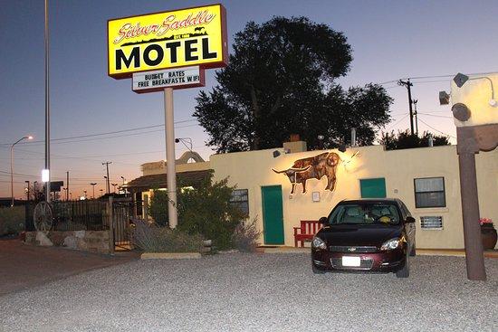 front patio picture of silver saddle motel santa fe. Black Bedroom Furniture Sets. Home Design Ideas