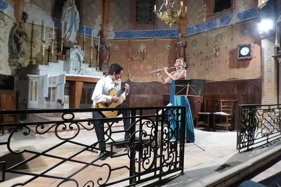 Cuq Toulza, France: Classical concert in church across the courtyard from Cuq en Terrasses