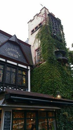 Breuer's Ruedesheimer Schloss: Bell tower that chimes each hour