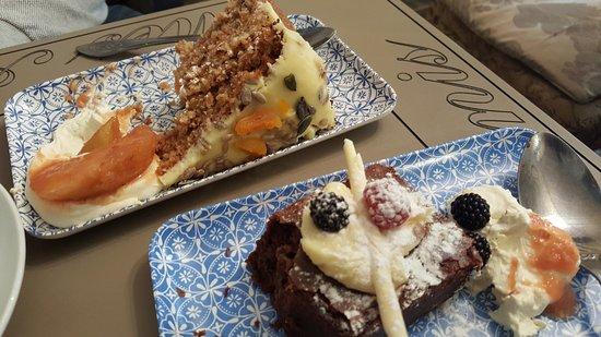 Beckington, UK: Home-made Carrot Cake & Chocolate Brownie