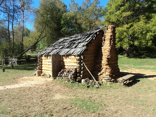 Staunton, VA: A typical, temporary settlers cabin on the American frontier.