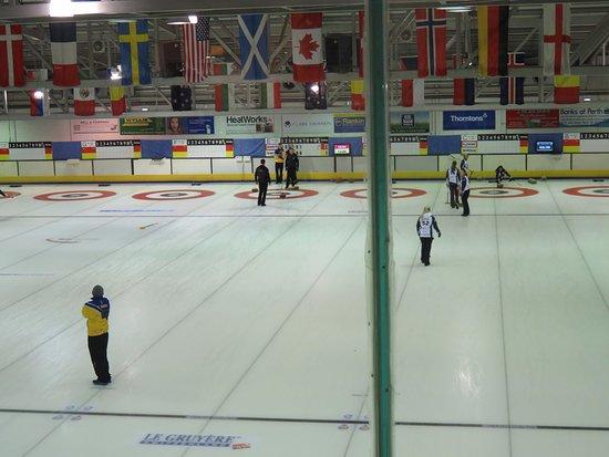 เพิร์ท, UK: 4 teams on the ice