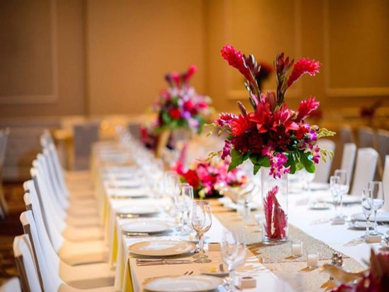 Ample space for intimate or large weddings