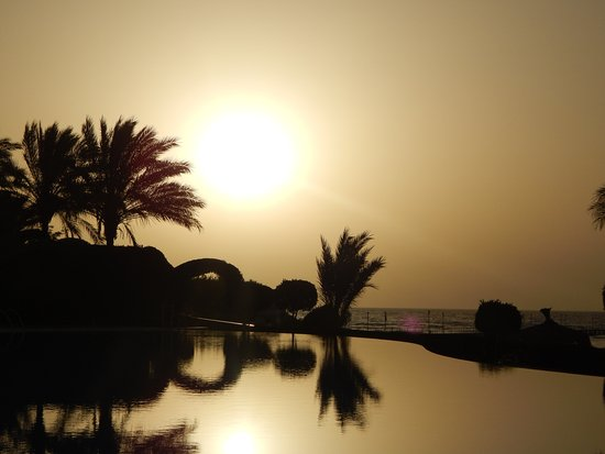 TUI MAGIC LIFE Kalawy: východ slunce u relax bazenu