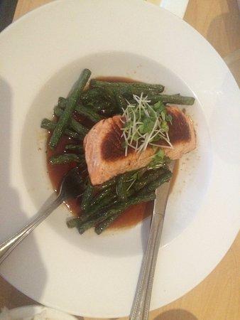 Ballwin, MO: The Teriyaki Salmon with Green Beans
