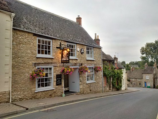 Malmesbury, UK: Just love the sign on the Smoking Dog. You half expect him to be up at the bar when you enter. :
