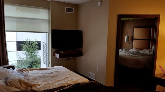 HYATT House San Jose/Silicon Valley: Living Room/Entrance to King Bedroom