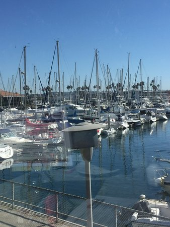 Marina del Rey, Kalifornien: Our view of the harbor from our table made for a truly enjoyable dining experience.