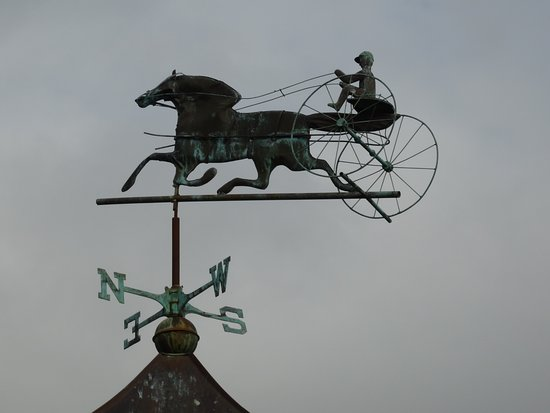 Weathervane Motor Court: Crown of the Gazebo