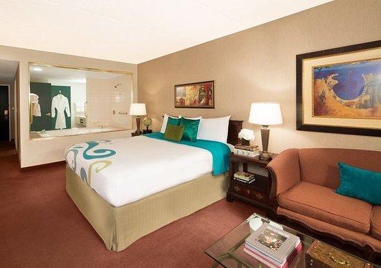 jacuzzi tub picture of tropicana laughlin laughlin. Black Bedroom Furniture Sets. Home Design Ideas
