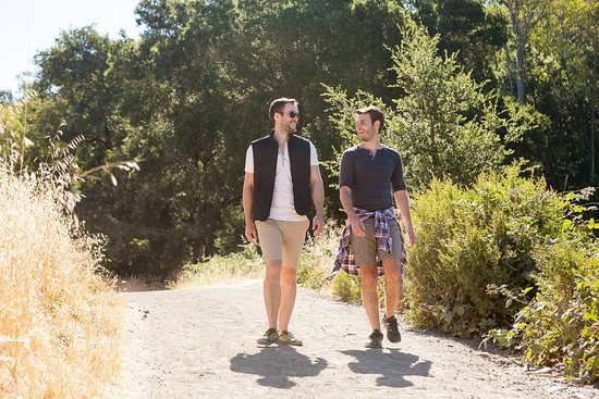 Sonoma Valley, Califórnia: LGBT couple hiking in Jack London State Park