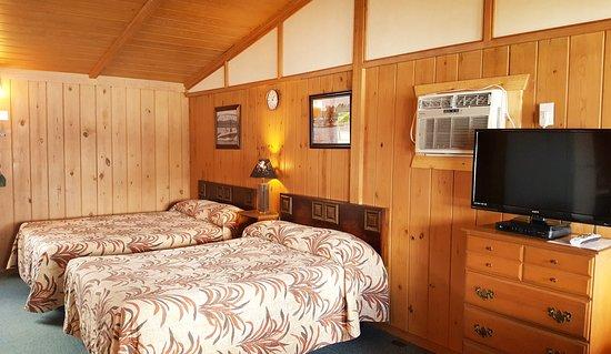 Blue Eye, MO: One room cabin
