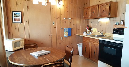 Blue Eye, MO: One room cabin kitchen area