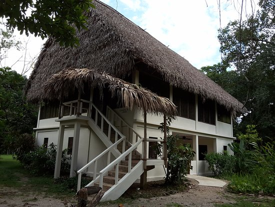 Punta Gorda, Belize: The main lodge building with dining up and lodge rooms downstairs