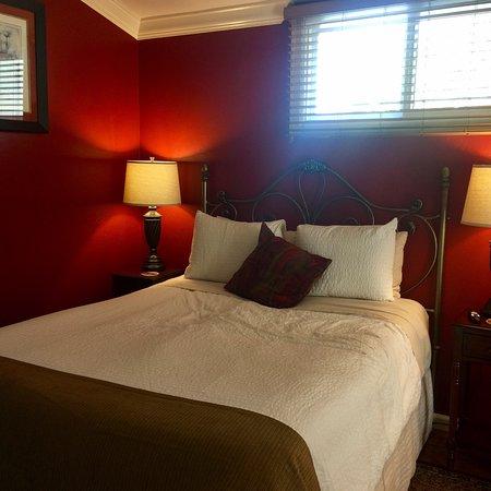 Hillcrest House Bed & Breakfast: photo2.jpg