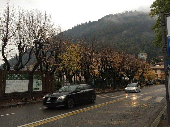 Λομπάρντι, Ιταλία: Non ero mai stata a Como in autunno. Nebbia, pioggia e il lago nella sua essenza. Niente barche,