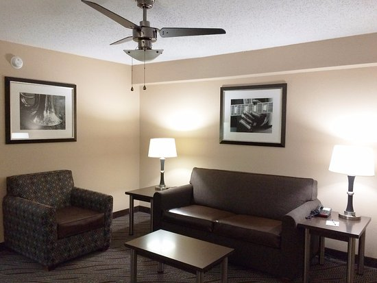 BEST WESTERN Galleria Inn & Suites: Living Room Suite
