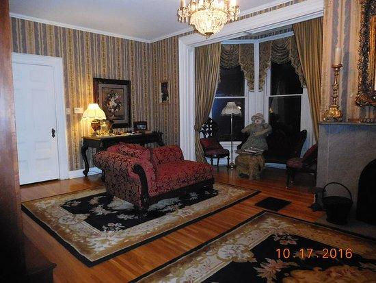 Galena, IL: spookey sitting room