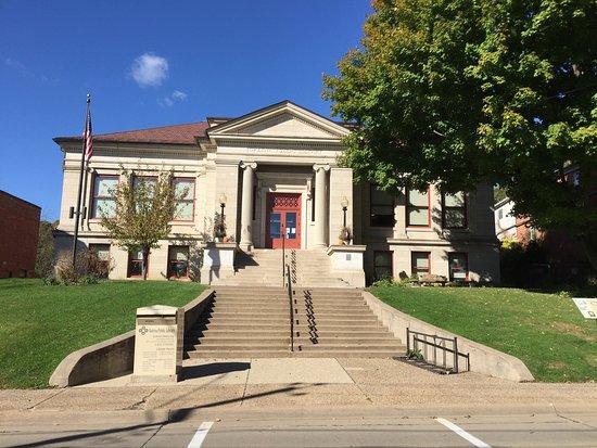 Galena, IL: Local Library