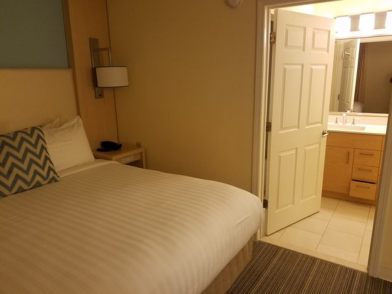 A Great Suites Hotel Located near the Airport and Business Centers