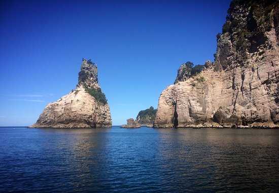 Whitianga, นิวซีแลนด์: One of the many picturesque bays you will see on this tour.