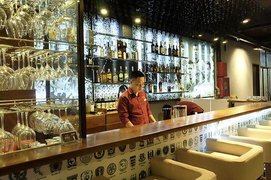 Vinh, Vietnam: quày bar