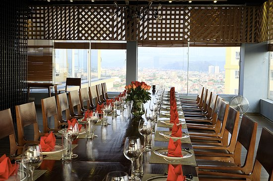 Vinh, Vietnam: bàn ăn buffet