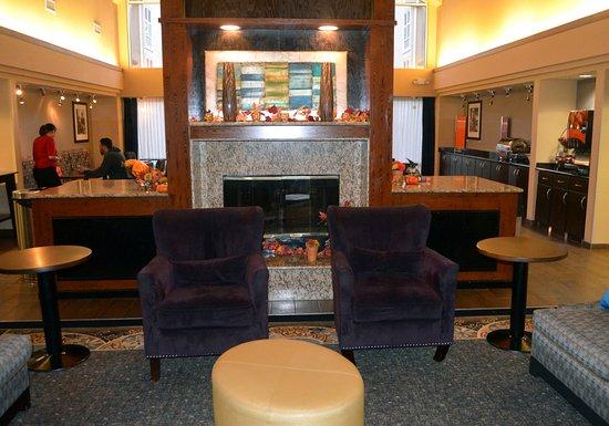 Hampton Inn & Suites Hoffman Estates: Sitting area