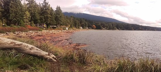 Sechelt, Kanada: Roberts Creek beach, after the storm.