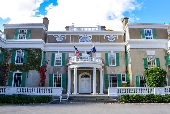 Hyde Park, NY: Front of house