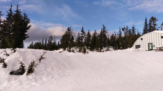 Sechelt, Kanada: Dakota Ridge in winter, the warming hut.
