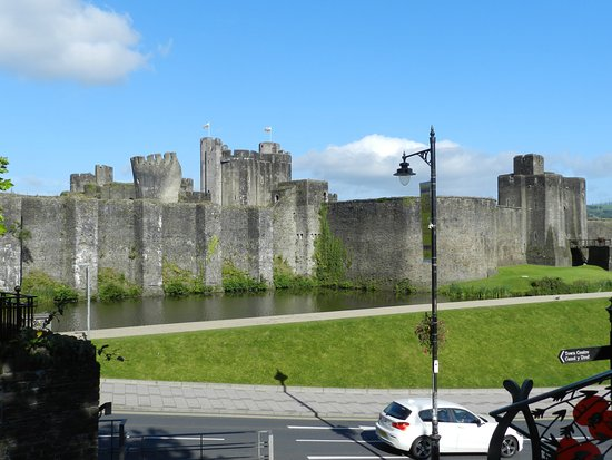 Caerphilly, UK: Outer wall
