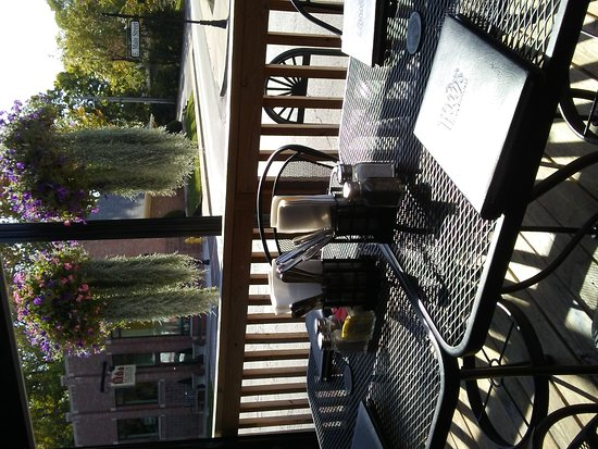 Carmel, IN: Awesome outdoor patio seating!