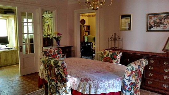 The Admiral Peary Inn Bed & Breakfast: Quiet room