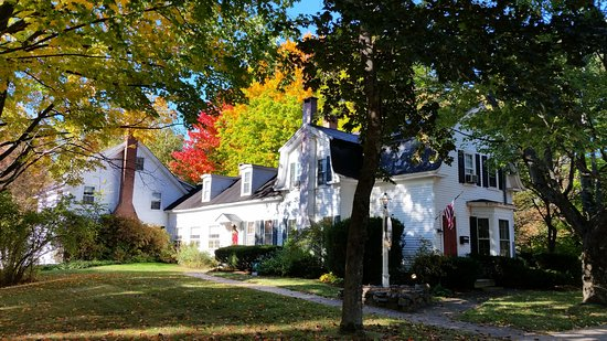 The Admiral Peary Inn Bed & Breakfast: Pretty House with lots of History