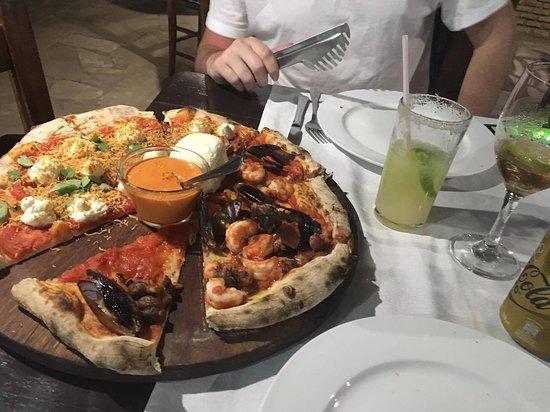 Chez Max: Pizza con frutos de mar y con ricota fresca, únicas!