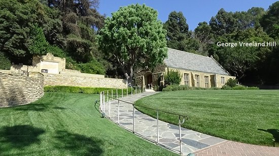 Forest Lawn Memorial Park : Wee Kirk o' the Heather chapel at Forest Lawn in Glendale, California.