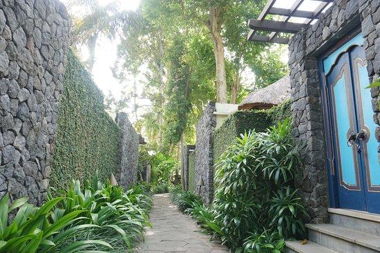 Kayumanis Ubud Private Villa & Spa: Traditional Main Entrance