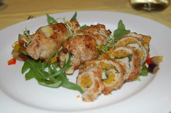 Zhongshan, Chine : Meat rolls with pumpkin and spinach