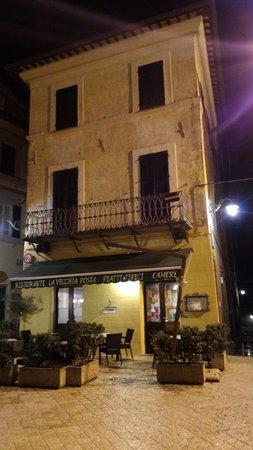 Trevi, Italia: L'edificio di notte