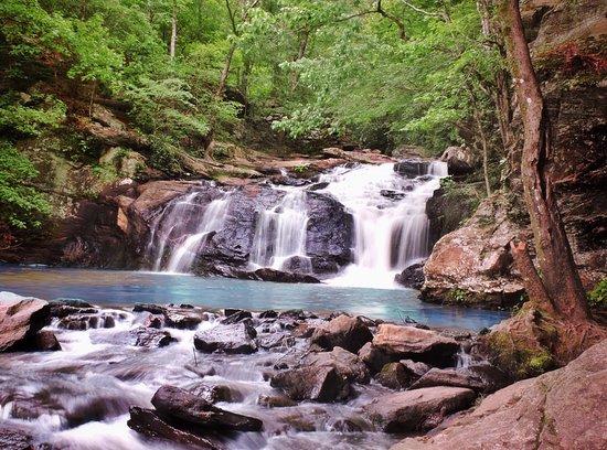 Palmetto, GA: Very nice park with 3 waterfalls