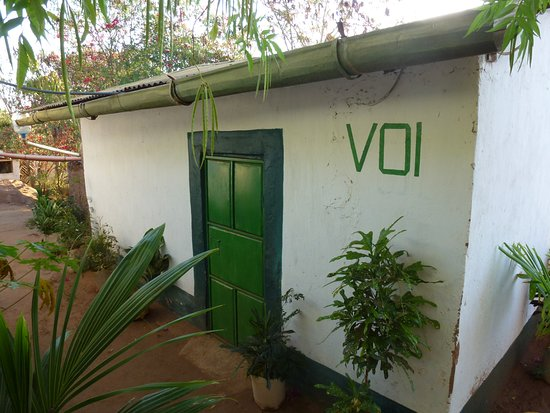 Coast Province, Kenia: Outside view of our spacious banda for two - Voi