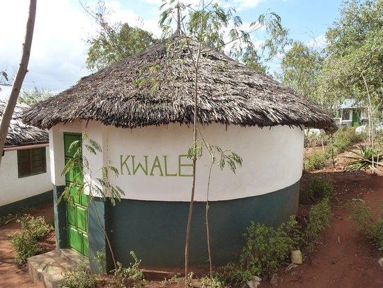 Provincia Costiera, Kenya: Outside view of 1 of 3 circular bandas - Kwale