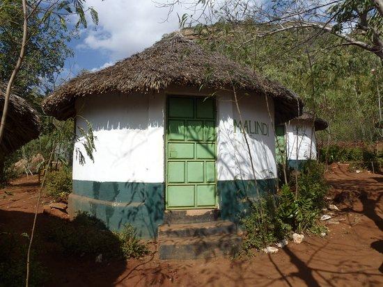 Coast Province, كينيا: Outside view of 1 of 3 circular bandas - Malindi