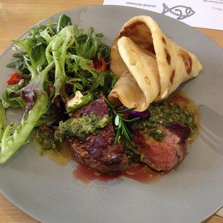 Merimbula, Australia: Lunch special, beef rump w rosemary