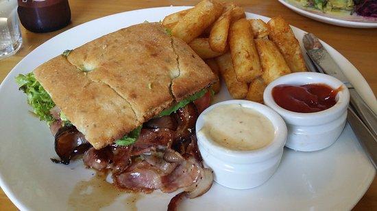 Onehunga, Nueva Zelanda: Delicious crunchy fries!